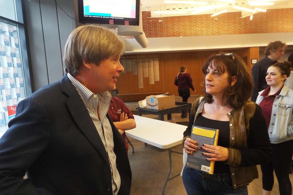Humorist Dave Barry with attendee Robin Bernstein.